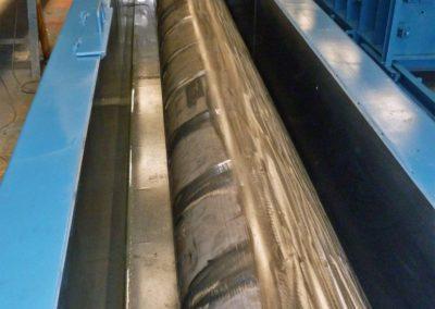 Moule de préfabrication pour caniveau à fente en béton avec trottoir pour tunnel autoroutier.