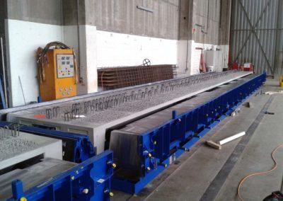 Moule de poutres en béton précontraint avec pièce dedans (université Muttenz - Suisse) - 04/12/2015 - Elément SA, usine de Veltheim