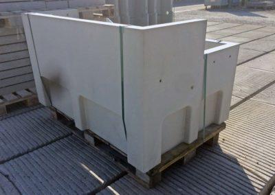 Chambres sous chaussée en béton pour la distribution électrique.
