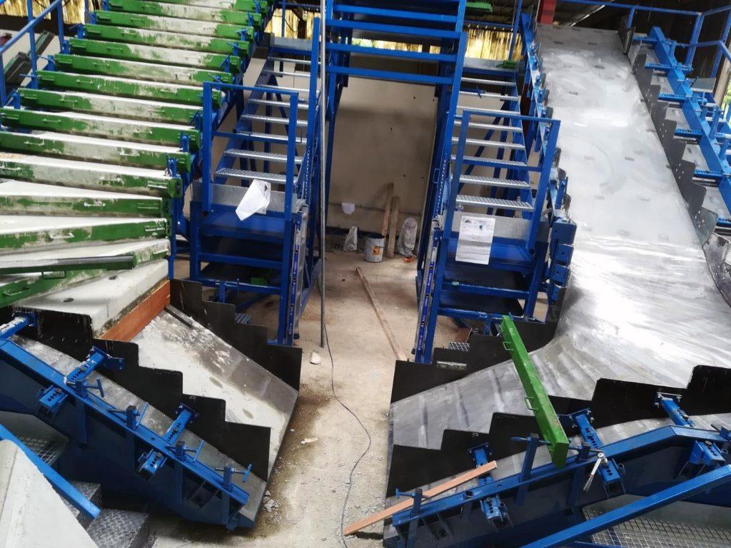 Moules d'escalier balancé en pied