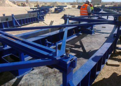 Coffrages métalliques pour poutres d'arches - préfabrication foraine - Jorf Lasfar - Maroc