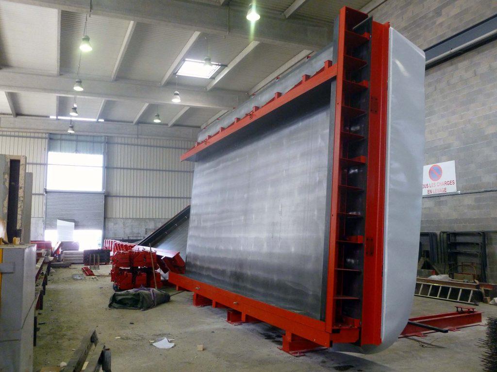 Tables de préfabrication relevables à manœuvre hydraulique