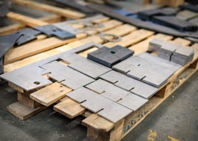 pièces métalliques découpées au laser